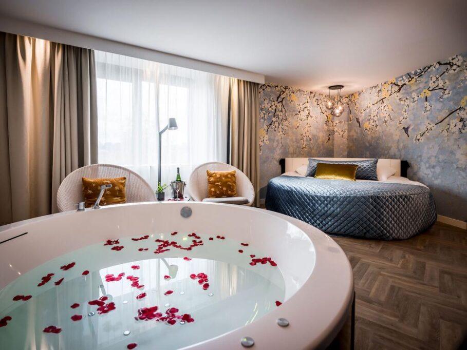 Van der Valk Hotel Maastricht Suite met bubbelbad