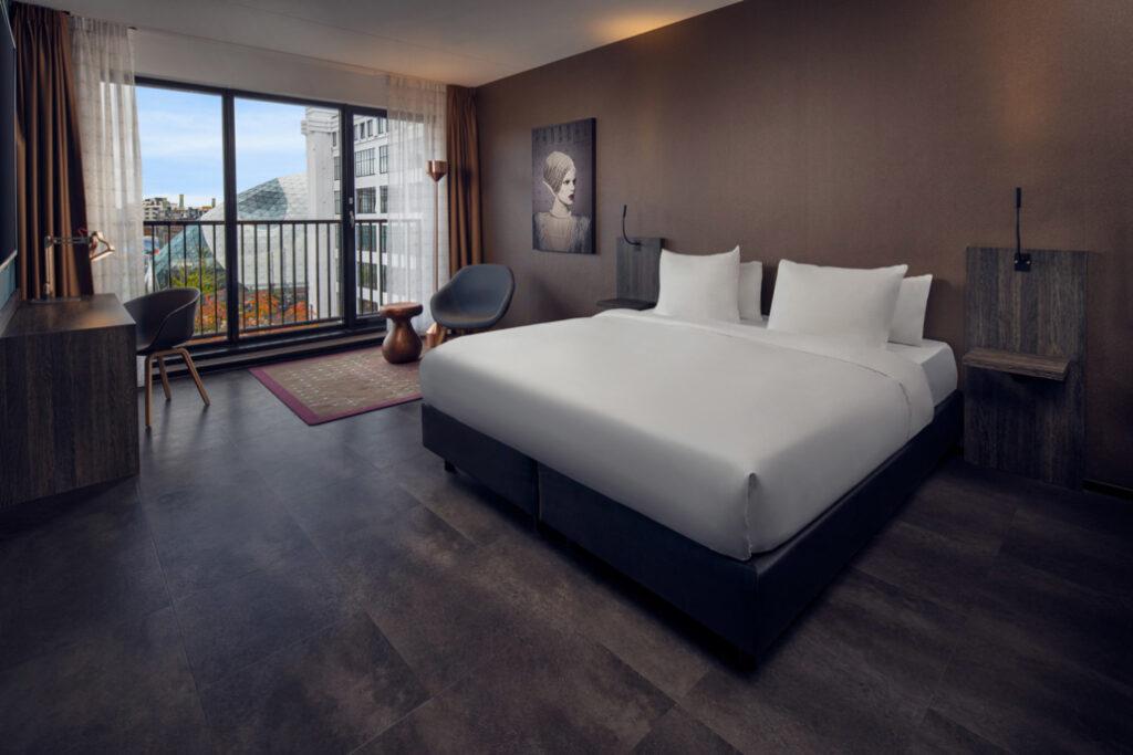 Inntel-Hotels-Art-Eindhoven-Art-Jaccuzzi-kamer-Overview-1-1030x687
