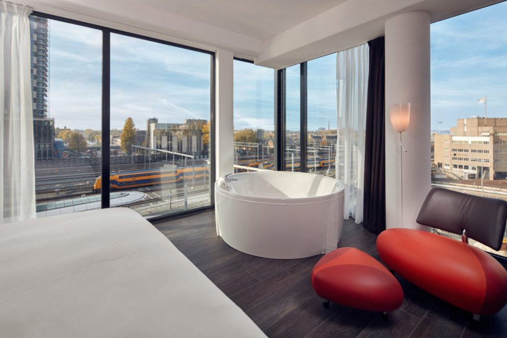 Hotel met jacuzzi in Utrecht met uitzicht op het station