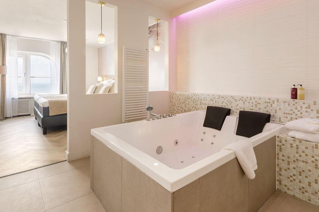 center-parcs-zandvoort-wellness-hotelsuite-met-jacuzzi