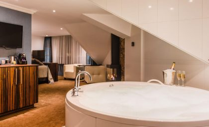 Van der Valk Emmen Luxe Suite met ronde jacuzzi