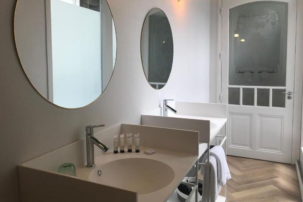 fitz-roy-urban-hotel-presidentiele-suite-met-jacuzzi-dubbele-wastafel
