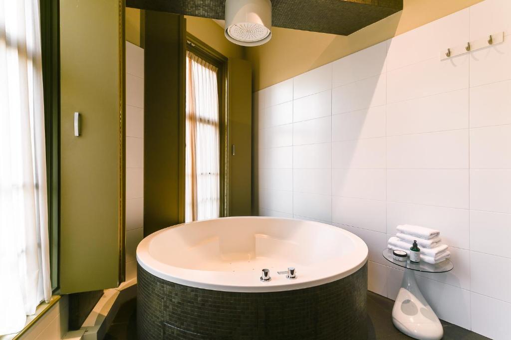 goudbrasem-brasss-hotel-suites-jacuzzi