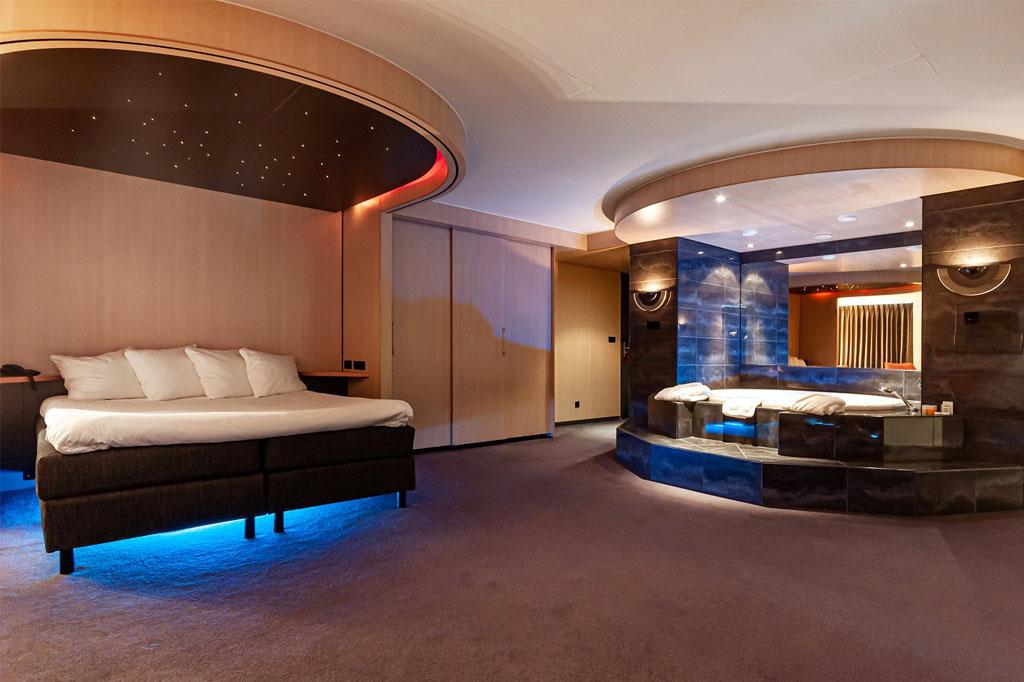 hotel-iselmar-lemmer-suite-bed-met-sterrenhemel