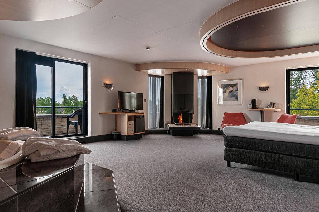 hotel-iselmar-lemmer-suite-met-bubbelbad