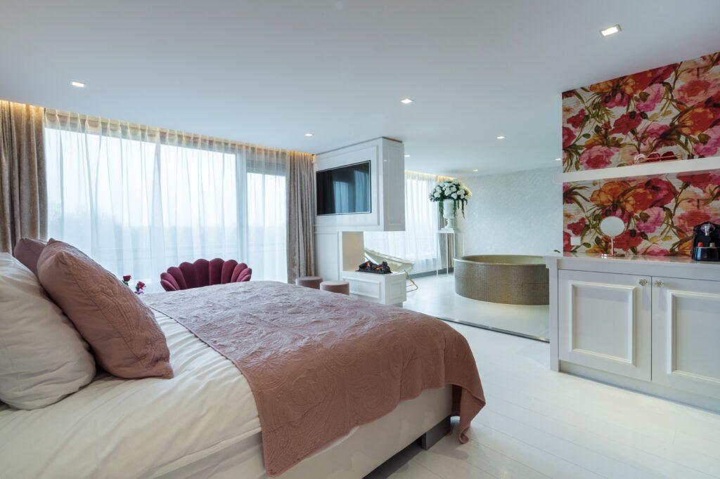Van der Valk Vianen Flower Suite kingsize bed