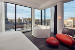 Wil jij ook genieten van een luxe jacuzzi op je hotelkamer? Op Bubbelbadhotels.nl vind je een overzicht van alle hotels in Nederland en België die kamers aanbieden met een bubbelbad.