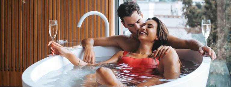 Kun jij wel een ontspannende vakantie in een prachtig hotel gebruiken? Dan is een hotelkamer met jacuzzi zeker geen overbodige luxe. Behalve dat het natuurlijk gewoon heerlijk is om lekker te ontspannen in een bubbelbad, zijn er ook nog heel veel andere redenen waarom je echt een jacuzzi nodig hebt op je hotelkamer.