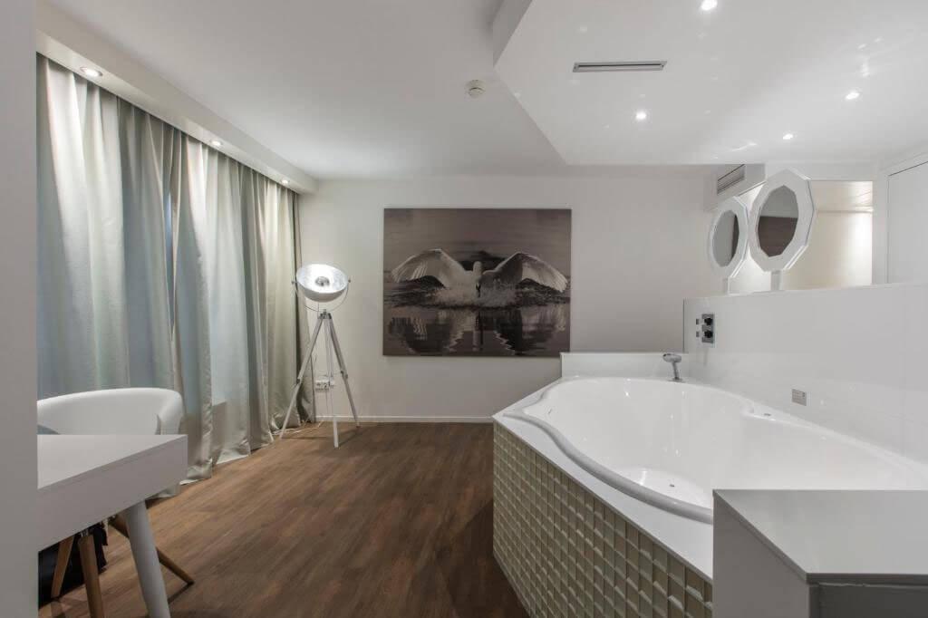 mitland-hotel-utrecht-romantische-suite-jacuzzi-2