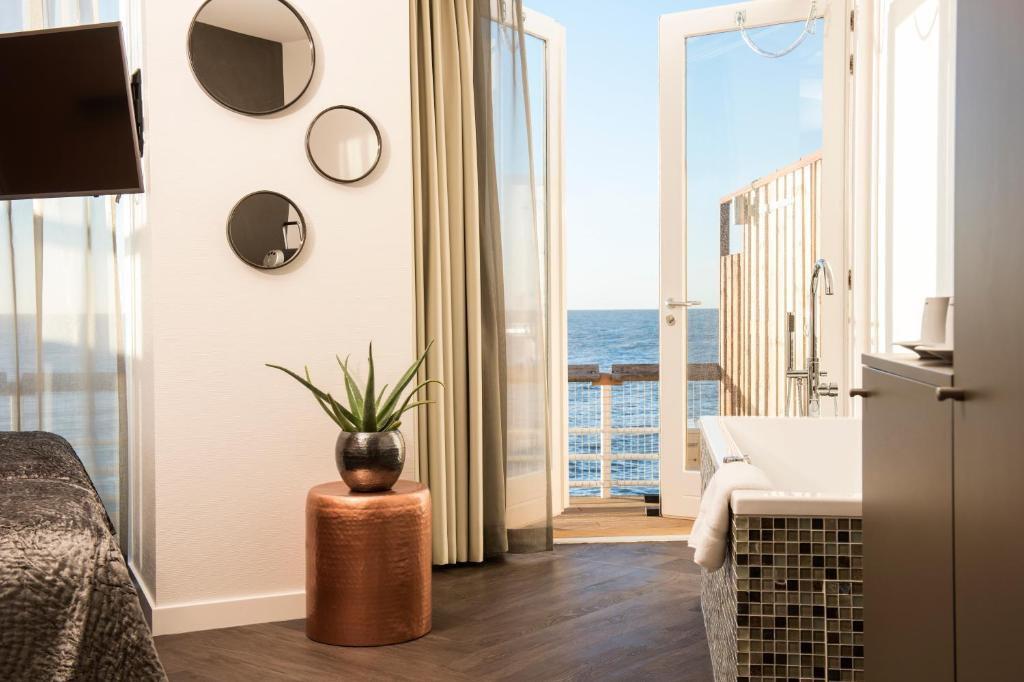 pier-suites-deluxe-suite