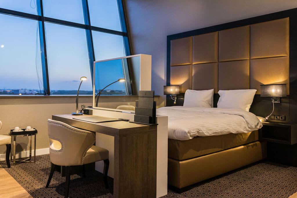 riva-hotel-den-haag-president-suite-met-kingsize-bed