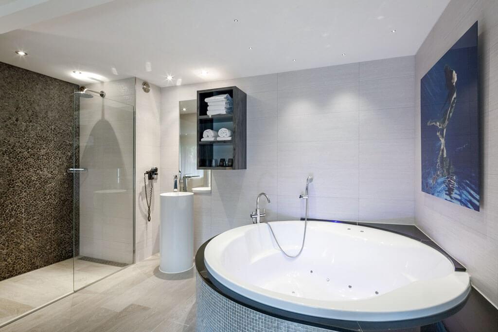 van-der-valk-akersloot-a4-zwembad-suite-badkamer