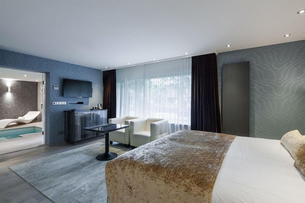 van-der-valk-akersloot-a4-zwembad-suite-slaapkamer