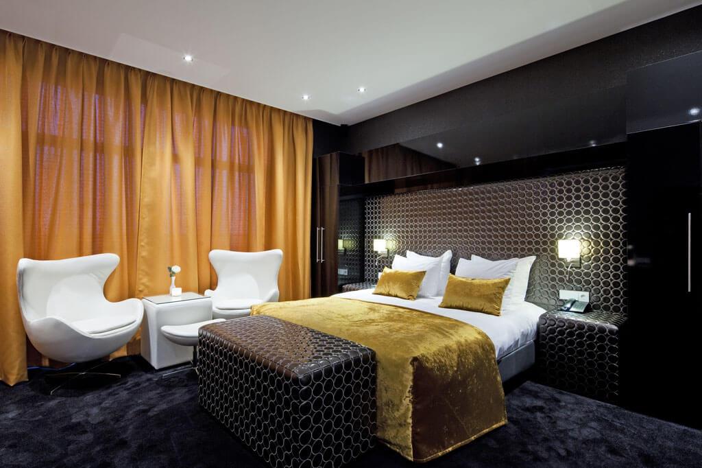 van-der-valk-almere-top-suite-kingsize-bed