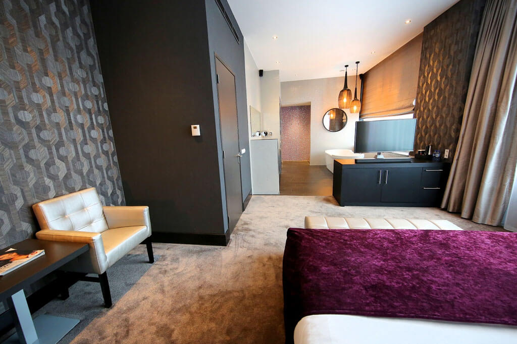 van-der-valk-almere-wellness-suite-kingsize-bed-overzicht