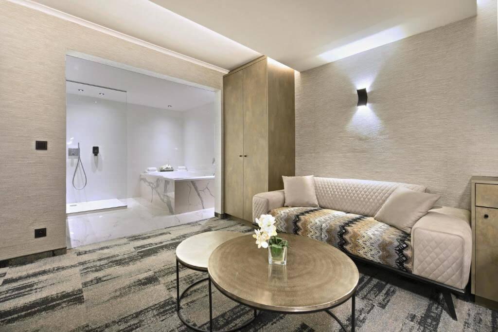 van-der-valk-charleroi-executive-suite-jacuzzi