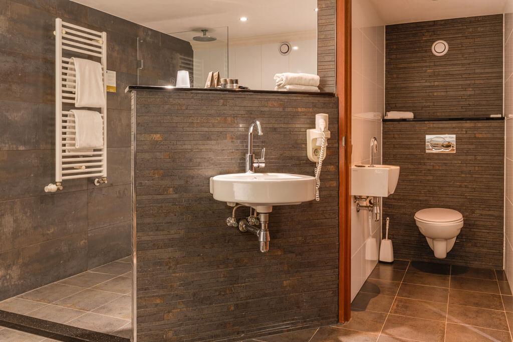 van-der-valk-emmen-luxe-suite-toilet