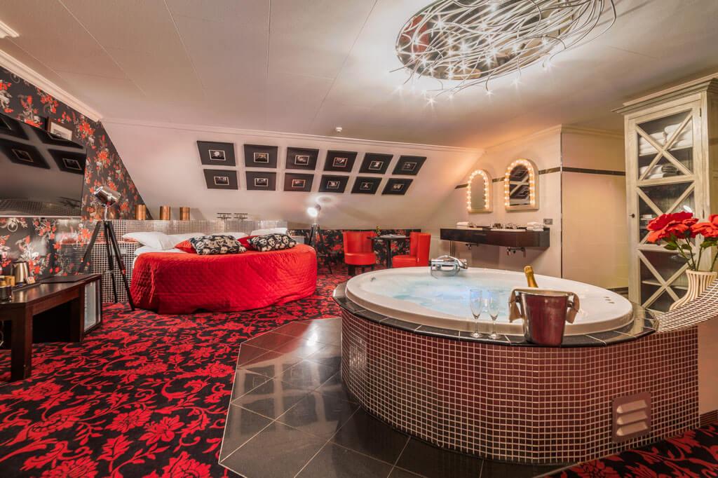 van-der-valk-hotel-emmen-hollywood-suite-jacuzzi