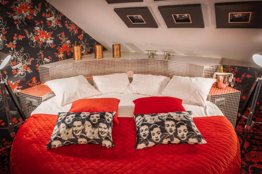 van-der-valk-hotel-emmen-hollywood-suite-kingsize-bed