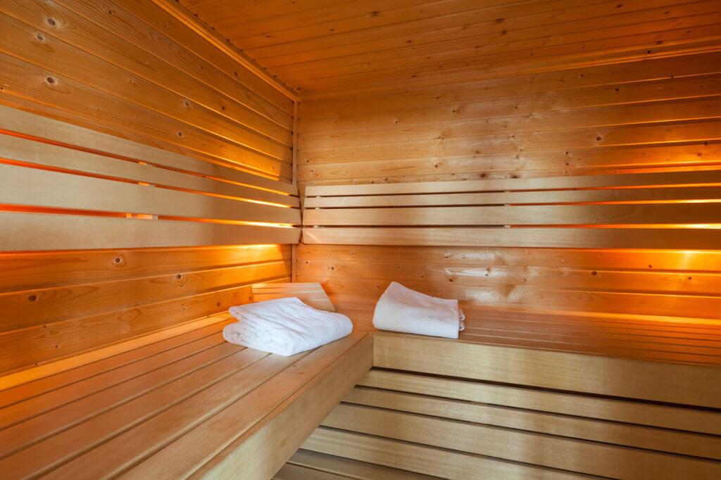 van-der-valk-sneek-bruidssuite-sauna