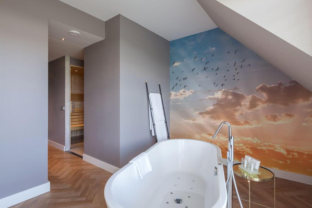 van-der-valk-westerbroek-sunrise-suite-met-vrijstaand-bubbelbad